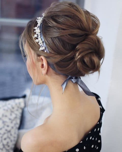 Wedding hairstyle with ribbons