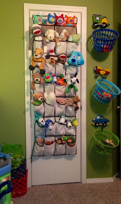 how to organize toys in a small bedroom