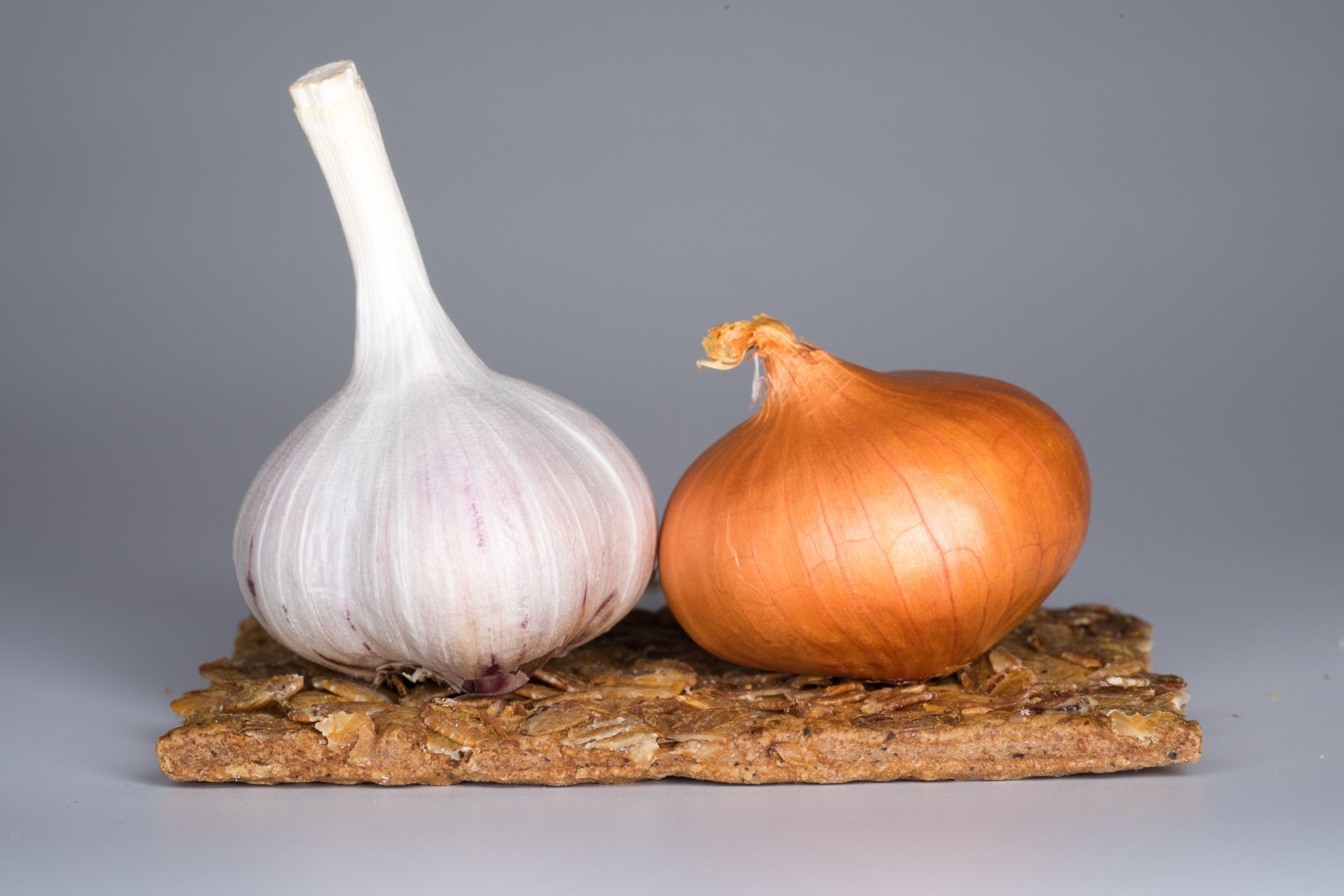 Get a Fat Free Body 8 Foods That Can Burn Fat Faster Than any Diets garlic and onions