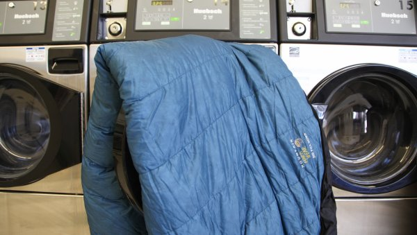 how to wash a sleeping bag in a washing machine