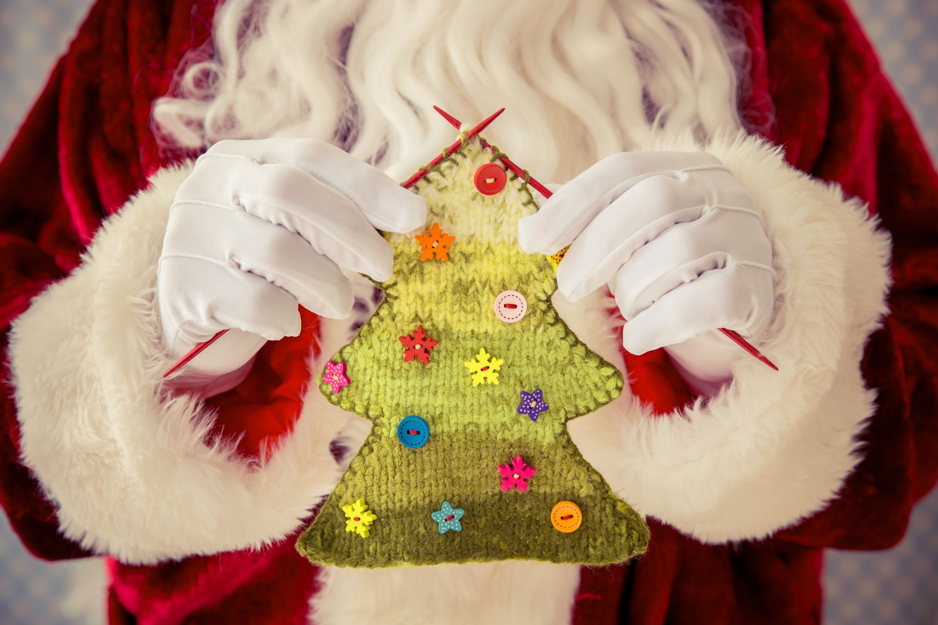20 Genius Christmas Gifts Ideas to Surprise Your Family and Friends knitted new year tree