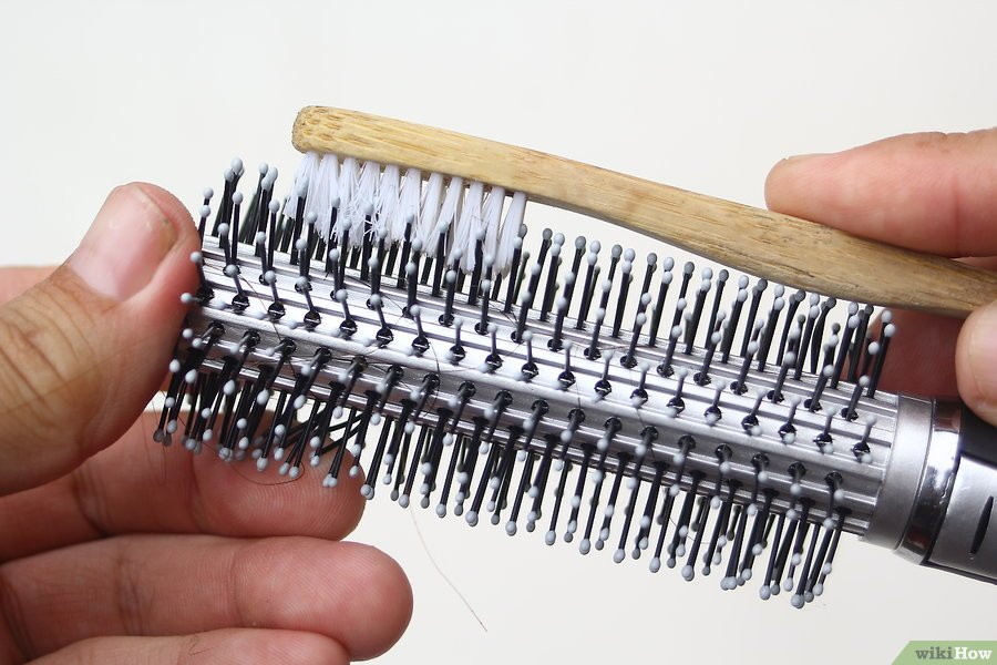 Cleaning a Metal Comb