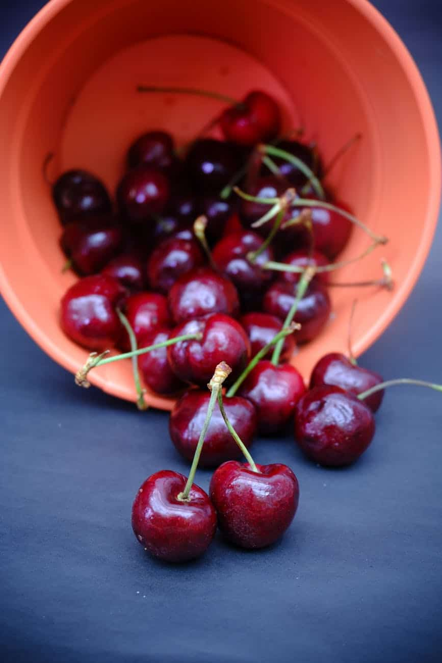 How to store freshly picked cherries