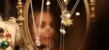 How to untangle jewelry