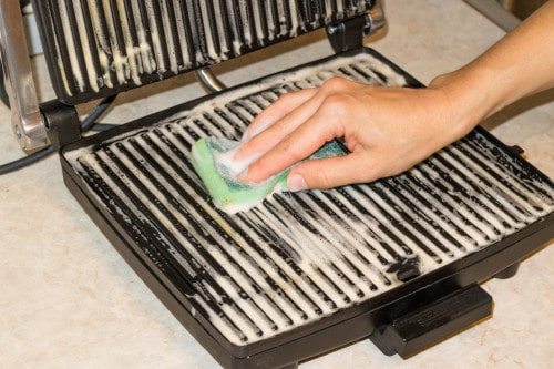 How to water-clean a cast-iron grill pan
