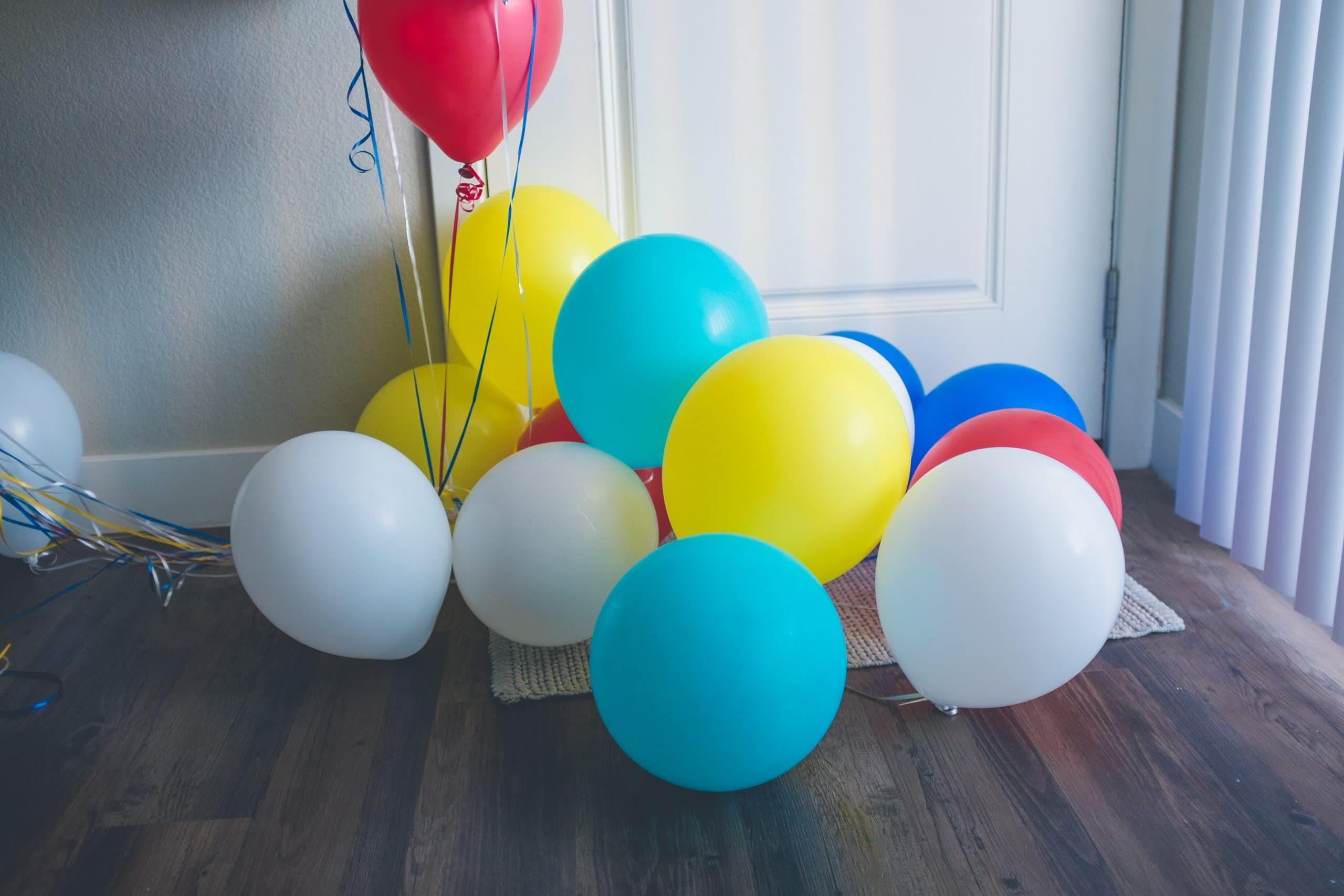 latex helium balloons last.