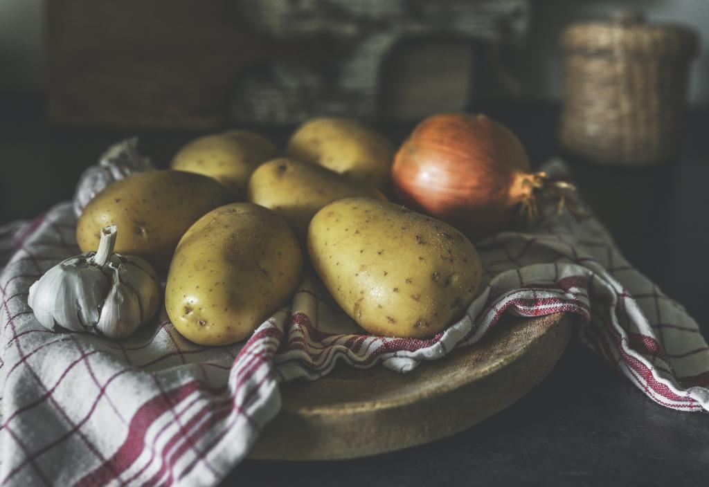 How long do raw potatoes last