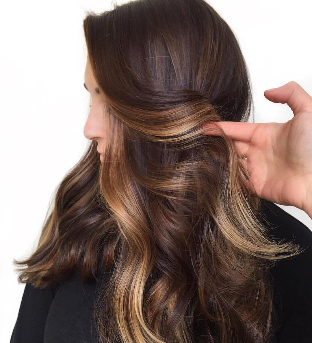 Warm light-blonde highlights in waves