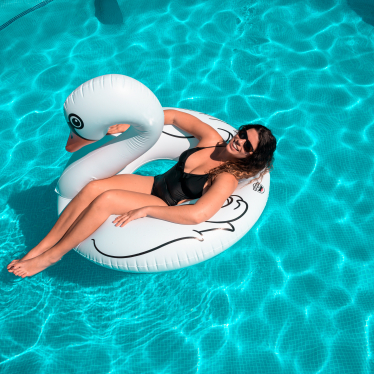how to keep an inflatable pool clean