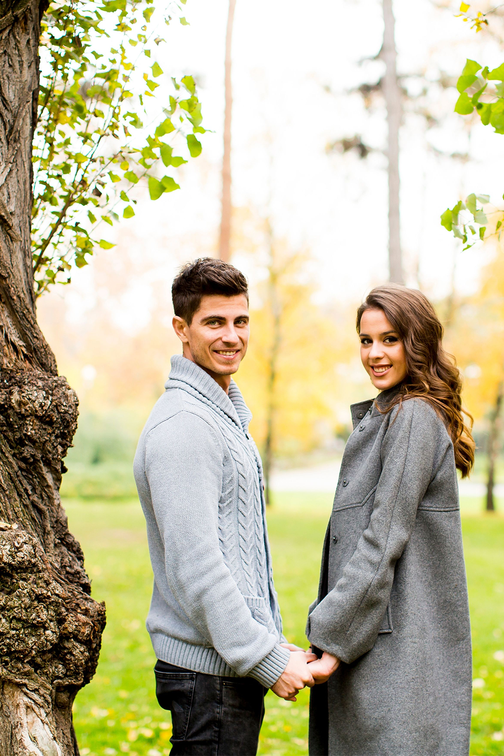 Engagement Photo Ideas For Couples look around