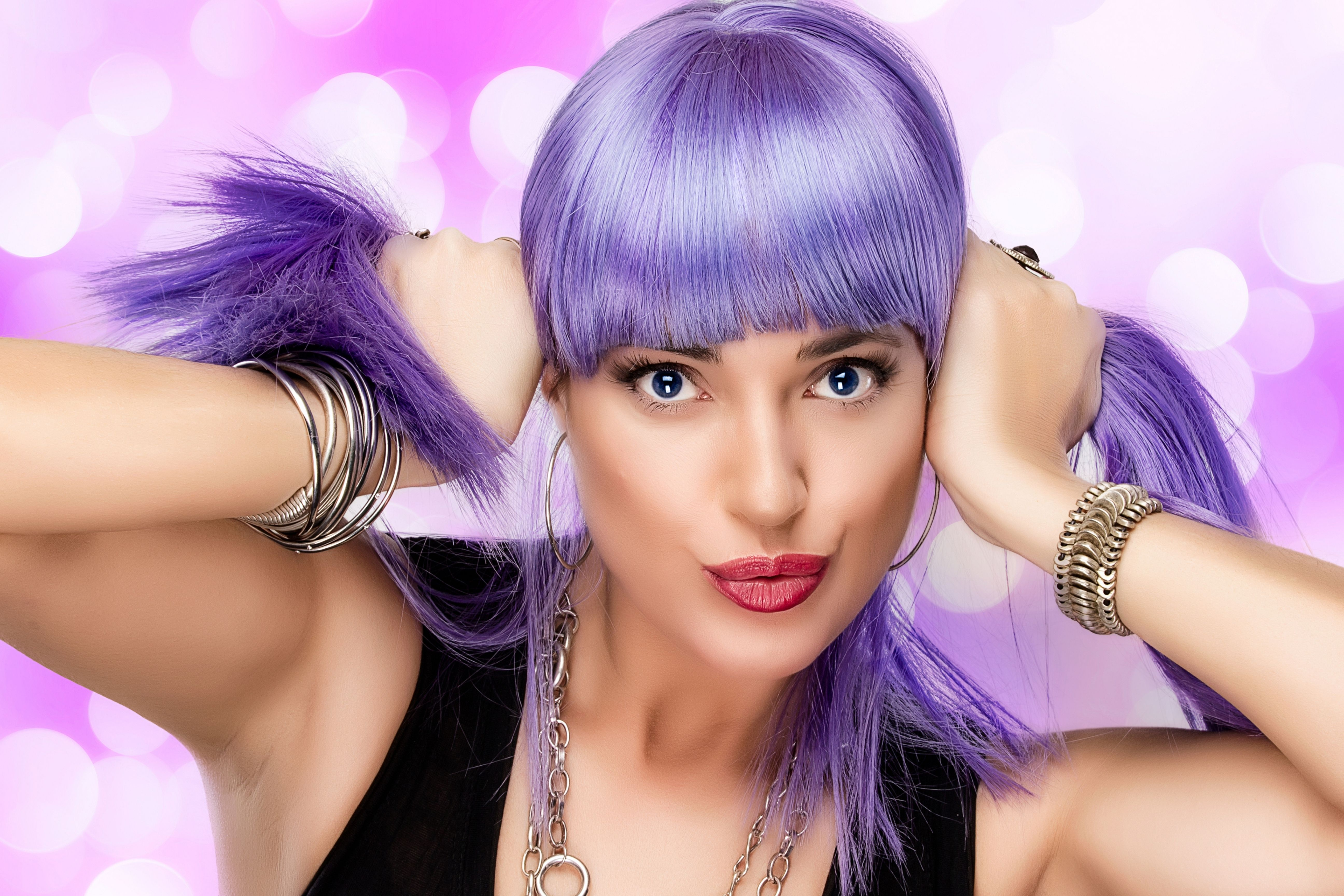 What Kind Of Makeup to Wear With Purple Hair
