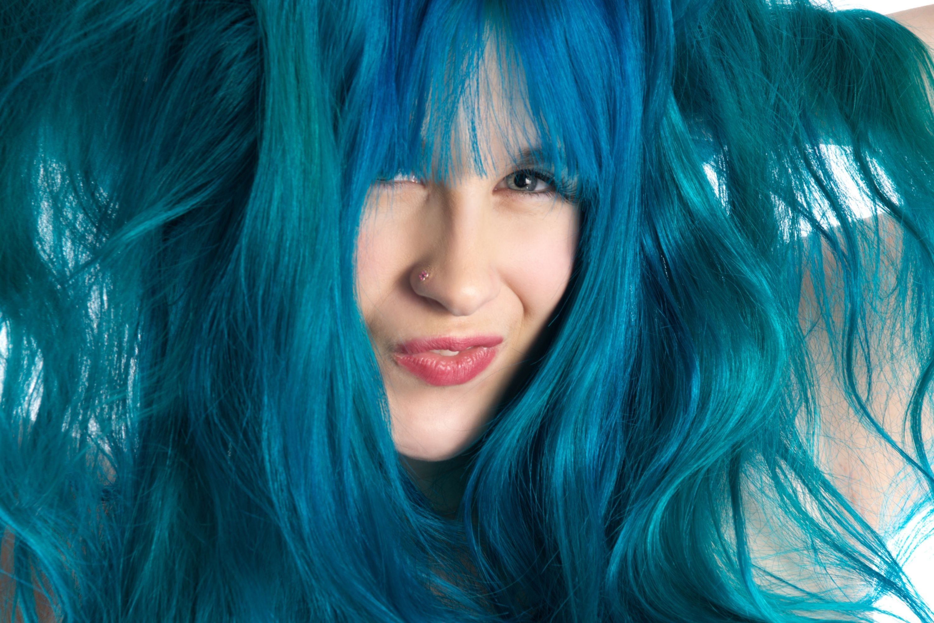 How to Get Blue Out Of Hair With Bleach Bath