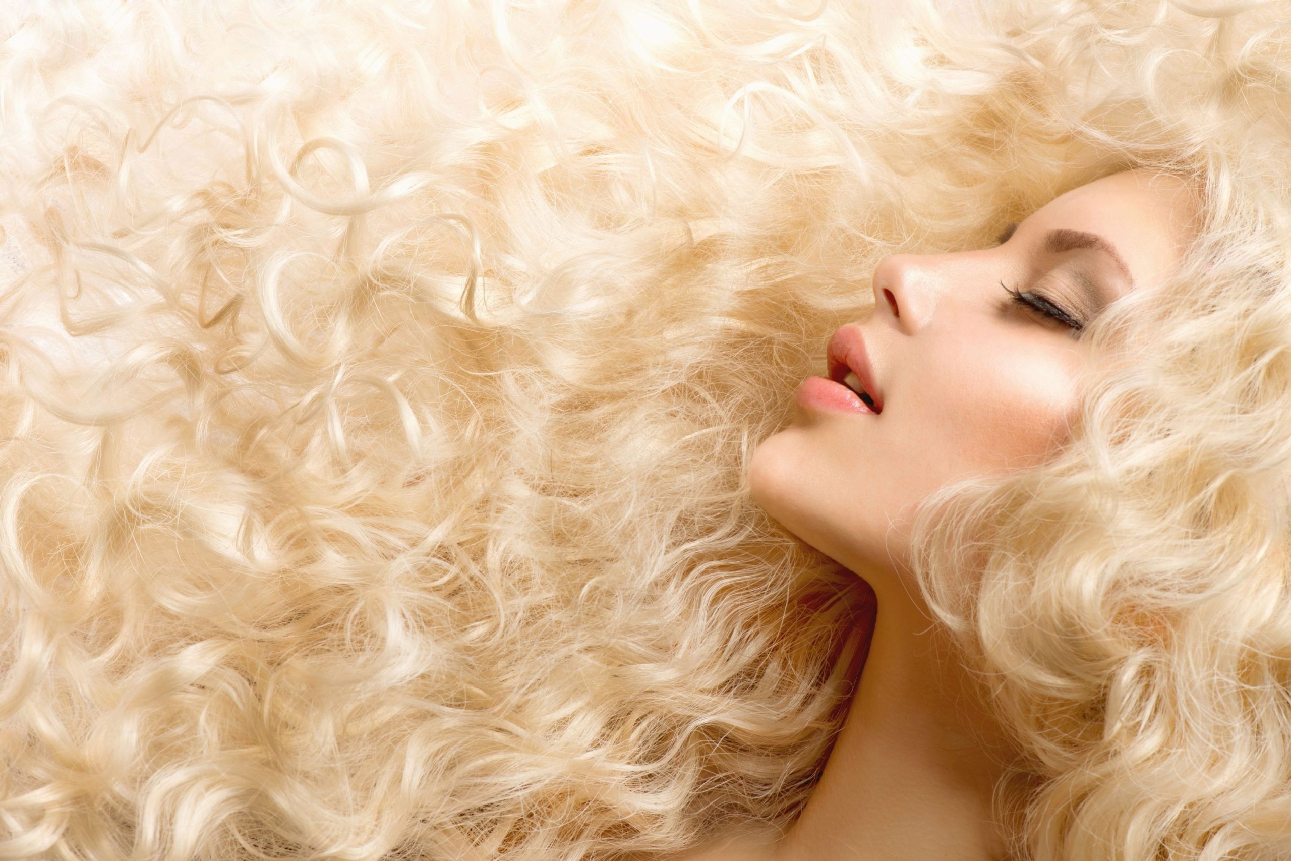 How to Plop Your Hair Methods to Choose From