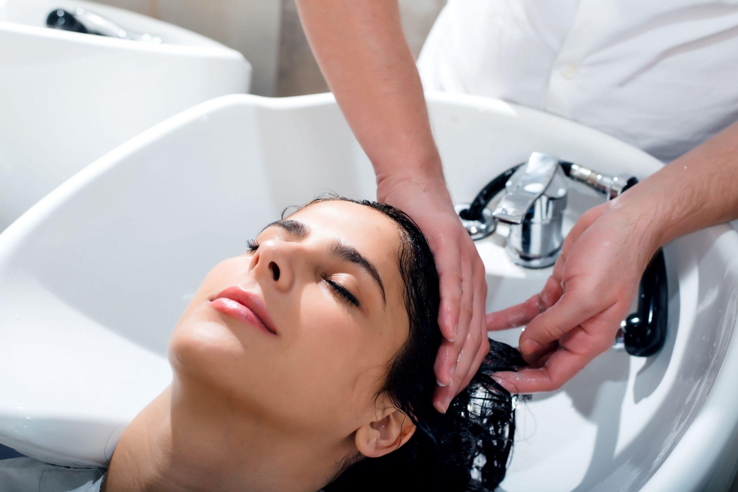 Keep Hair Moisturized While Washing It
